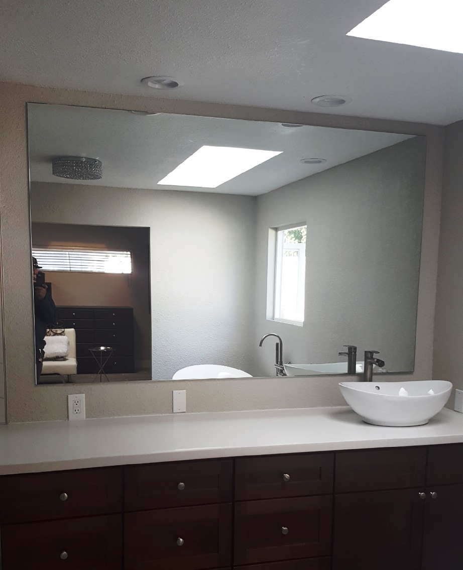 Well portioned mirror and basin sink - bathroom