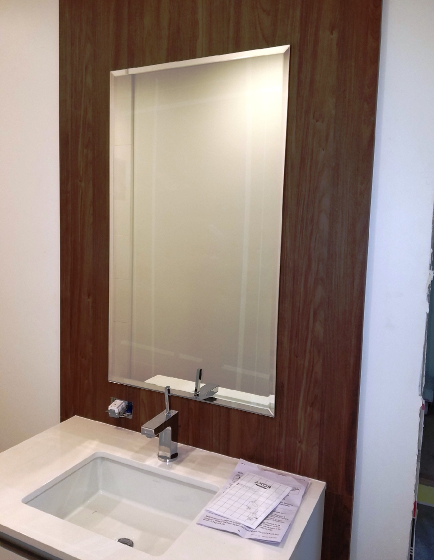 Single beveled mirror over square sink
