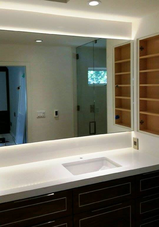 Large floating mirror and square sink